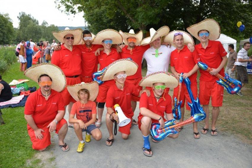 Die Weltmeister im Mannschaftsspringen Gratulation auch an die Red Hot Hage Peppers für ihren Sonnenschirm-Flug Weltmeistertitel im Mannschaftsspringen!