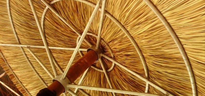 Strohschirme – perfektes Urlaubsfeeling im eigenen Garten