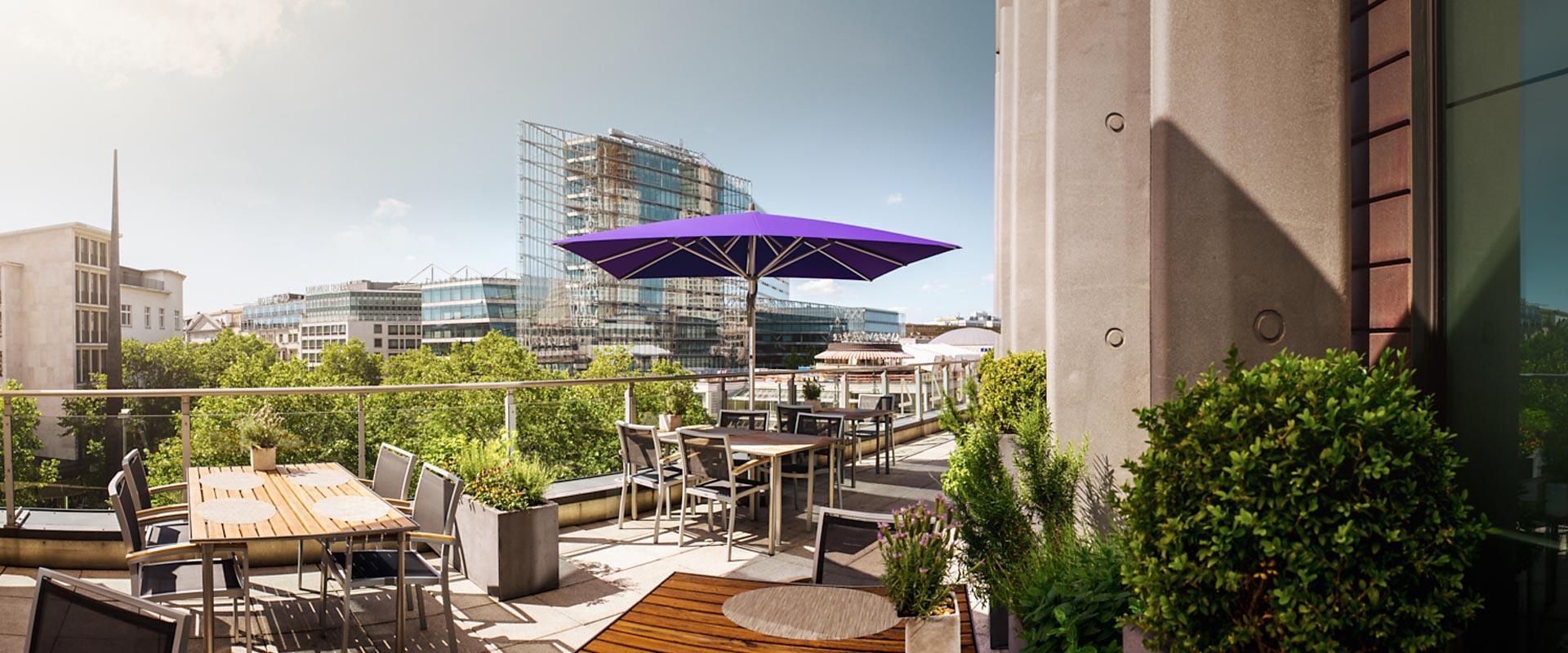 Den perfekten Sonnenschirm für die Terrasse finden